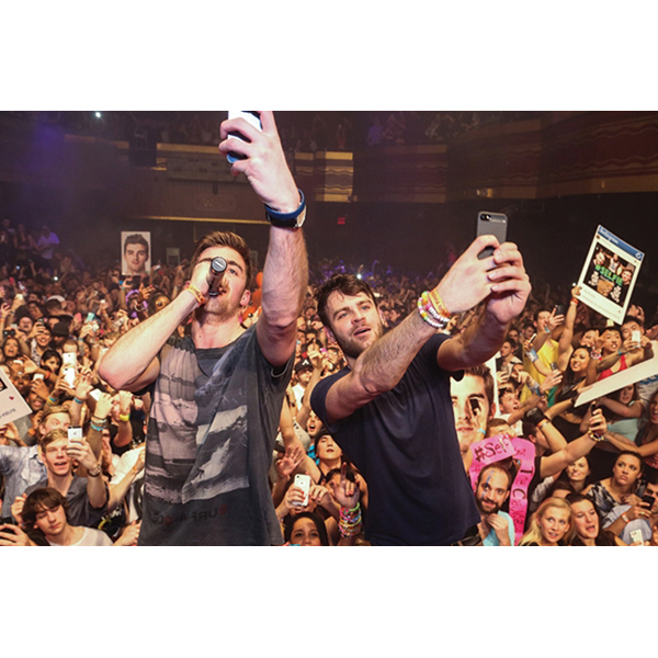 the-chainsmokers-selfie-650